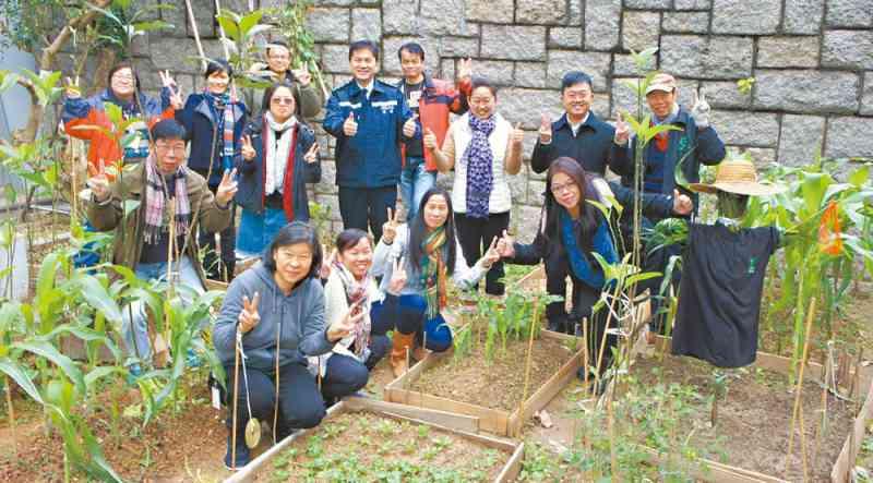 five environmental forces in hong kong Jeff walters is the partner & managing director at bcg, hong kong hongbing gao is the vice president of the alibaba group angela wang is the partner & managing director at bcg, beijing.