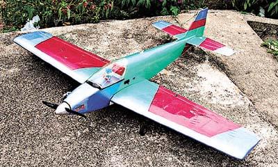 「遥控模型飞机的操作原理和一架真实的飞机一样