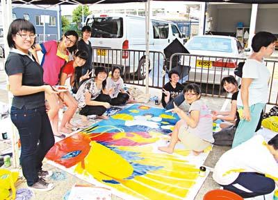 加者在涂鸦比赛中发挥创意及团队精神